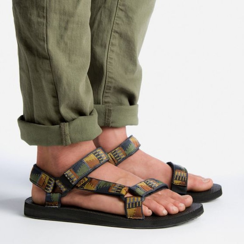 Flipkart - Sandals & Floaters Starting @₹199