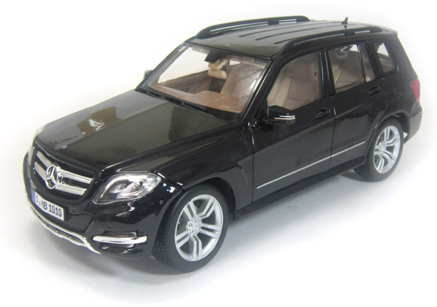 maisto mercedes benz glk class 1 18 black by car scale. Black Bedroom Furniture Sets. Home Design Ideas