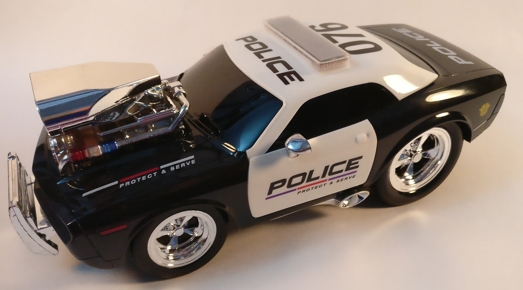 GlobalityCo Remote Control Police Car with Real engine Sound