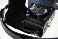 MegaGear MG177  Camera Bag(Black)