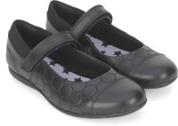 Clarks Girls Velcro Walking Shoes(Black)