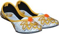 PORT Yellow-Embroidred Jutis For Women(Yellow)