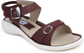 Digni Women Brown Flats