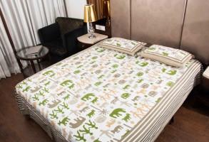 Gayatri feb Cotton Printed King sized Double Bedsheet(1, Multicolor)