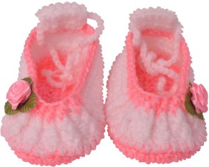 a4cf35a3bd21 Graykart Pink Knitted wool shoes Baby booties Pre walker Booties Toe ...