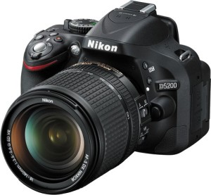 Nikon D5200 DSLR Camera (Body with 18 - 140 mm VR DX Lens)