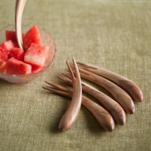 ExclusiveLane Natural Brown Curved Set of 6 Wooden Fruit Fork, Salad Fork, Roast Fork, Table Fork Set