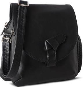 bbedfe44b Baggit Sling Bag Black Best Price in India