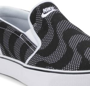 90e7878af661 Nike TOKI SLIP TXT PRINT Sneakers Black White Best Price in India ...