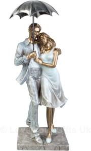 Touch India Valentine Romantic Multicolor Walking Love Couple With Umbrella In Rain Birthday Gift