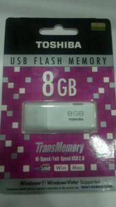 Toshiba Hayabusa White 8 GB Pen Drive