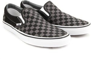 a25e14adb4e3 VANS Classic Slip On Canvas Shoes Black Best Price in India