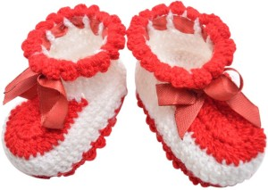 4a71f0bf6151 Graykart Baby wool shoes Pre walker Booties Toe to Heel Length 9 cm ...