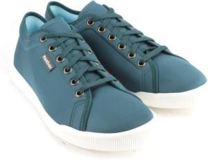 Reebok SKYSCAPE RUNAROUND 2 0 Walking Shoes Green Best Price in ... 6c54b360c