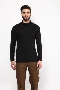 Hypernation Solid Men's Turtle Neck Black T-Shirt