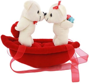 Dayzee Valentine Kissing Couple On Boat  - 20 cm
