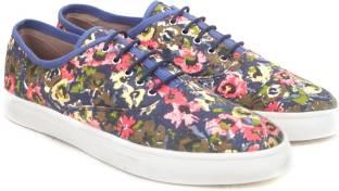 Carlton London Miss CL Canvas Shoes