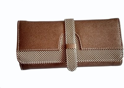 Fiable Women Casual Brown  Clutch