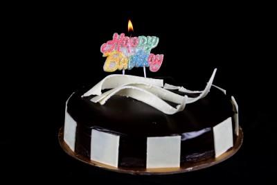 https://rukminim1.flixcart.com/image/400/400/j1cgdjk0/candle/5/q/8/na-funcart-happy-birthday-glitter-candle-1-cl14-funcart-original-imaessgryycdamd7.jpeg?q=90