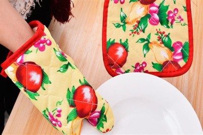 SYGA Combo 2 Pcs Oven Gloves Multicolor Kitchen Tool Set(Combo 2 Pcs Colorful In Set Cotton Heat Proof Microwave Oven Gloves & Heating Pad)  available at flipkart for Rs.179