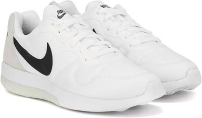 Nike MD RUNNER 2 LW Sneakers For Men(White) 1