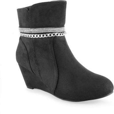 Shuz Touch Boots(Black) at flipkart