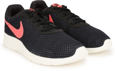 Nike TANJUN SE Running Shoes For Men(Black) 1