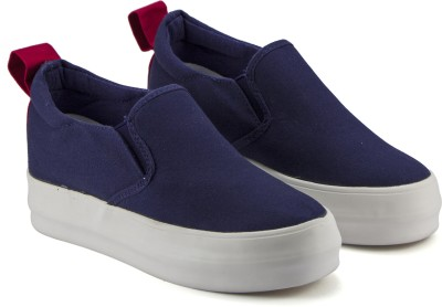 DeVEE Love Embossed Platform Slip-on Navy Slip On Sneakers For Women(Navy)