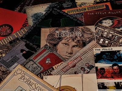 https://rukminim1.flixcart.com/image/400/400/jcc9ci80/poster/j/d/s/medium-pl-music-wall-poster-classic-albums-13-19-inches-original-imafyvfwxa2pvres.jpeg?q=90