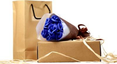 IndoSkyAsia Scented Blue Rose Bouquet Artificial Flower Gift Set