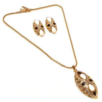 Sanaa Creations Alloy Jewel Set(Gold) at flipkart