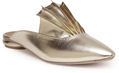 https://rukminim1.flixcart.com/image/400/400/jhz5vgw0/sandal/k/e/x/sl-032-7-chalk-studio-gold-original-imaf5vckgqqwuyhg.jpeg?q=90