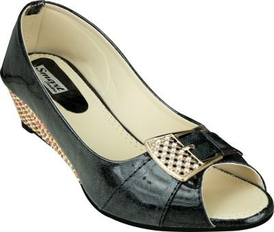 Smart Traders Girls Sports Sandals at flipkart