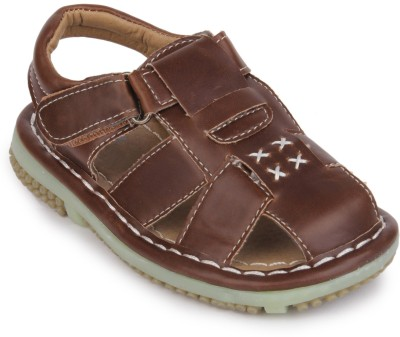 https://rukminim1.flixcart.com/image/400/400/sandal/g/p/p/brown-99215-action-shoes-10-original-imae7zjy6fyhahbh.jpeg?q=90