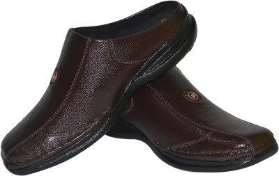 Strive Men Brown Clogs