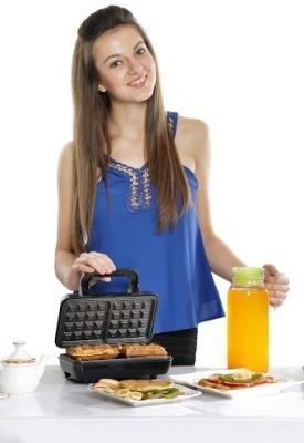 Nova-NWM-2424-2-Slice-Waffle-Maker
