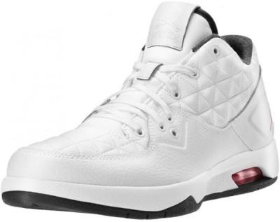 Nike JORDAN CLUTCH Basketball Shoes(White) at flipkart