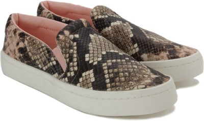 ADIDAS ORIGINALS COURTVANTAGE SLIP ON W Loafers For Women(Brown) at flipkart