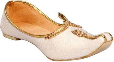 Shahi Party Wear For Men White, Gold Shahi Casual Shoes