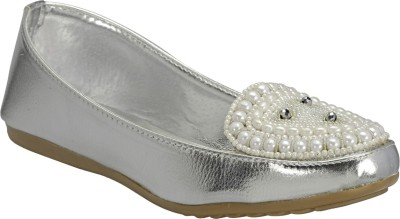 Zachho Latest Fashion Bellies(Silver) at flipkart