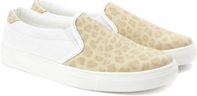 Knotty Derby Sneakers For Women(White, Beige) at flipkart