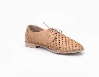 Zebba Weaved oxford Casual Shoes For Women(Tan)