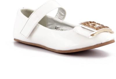 https://rukminim1.flixcart.com/image/400/400/shoe/h/v/q/white-ww-82317-willywinkies-25-original-imaebmsnxvqjmygw.jpeg?q=90