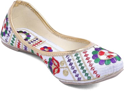 Vinayak Collection Mojaris(White)