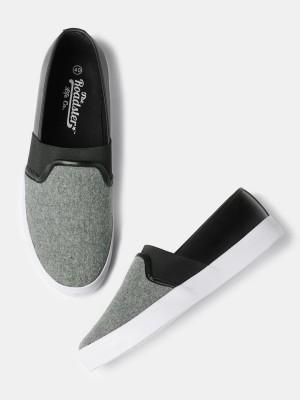 Roadster Sneakers For Men(Black, Grey) at flipkart