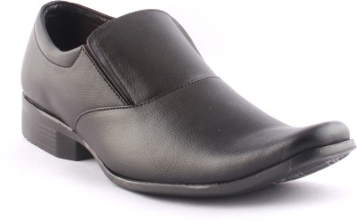 Zapatoz Black Slip On Shoes For Men(Black)