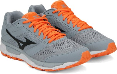 Mizuno R642B52 MIZUNO SYNCHRO MX Running Shoes(Grey) at flipkart