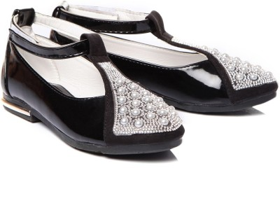 https://rukminim1.flixcart.com/image/400/400/shoe/t/6/t/black-tfc53-trilokani-29-original-imae6bmzgbygkfzf.jpeg?q=90