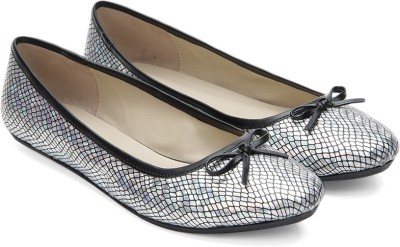 Bata CATLYN Bellies(Black) at flipkart