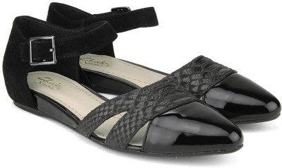 Clarks Coral Sunrise Black Comb Snake Casual(Black) at flipkart